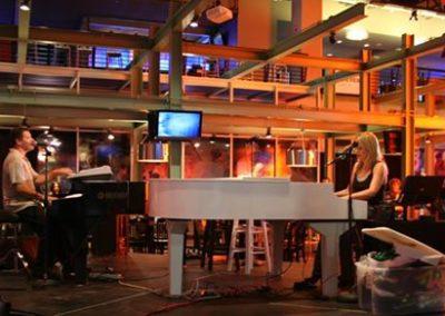 Sian Taylor – Piano/Vocalist